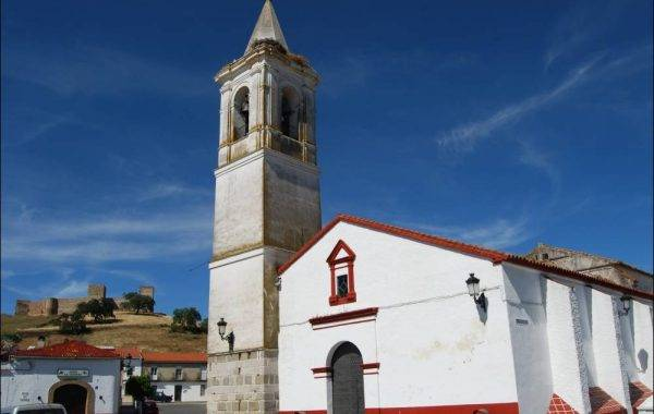 Dorfkirche mit Festung