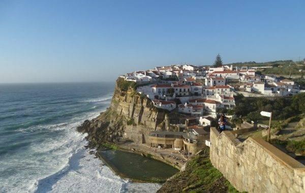Wundershönes Dorf an der Steilküste