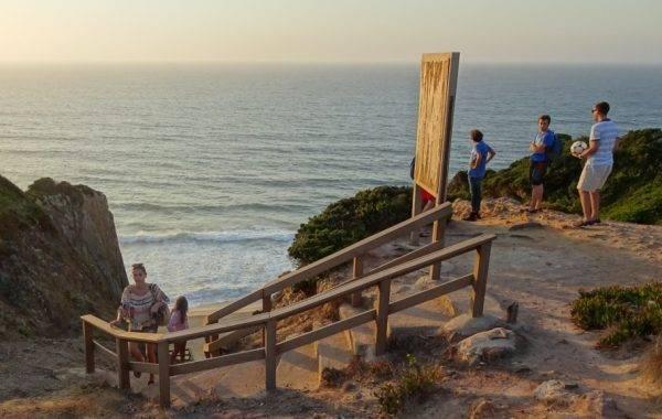 Auf der Touristentreppe geht es zum Strand