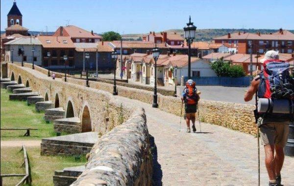 mittelalterliche Brücke nach Hospital de Orbigo