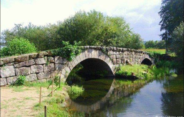 Brücke aus dem 12. Jh., Ponte das Táboas