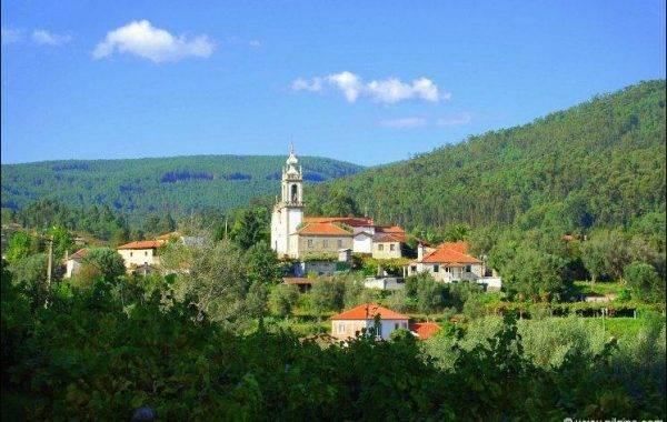 Hübsche Kirche vor Alto da Portela Grande