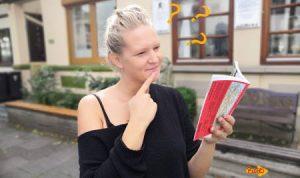Frau mit Fragen zum Jakobsweg