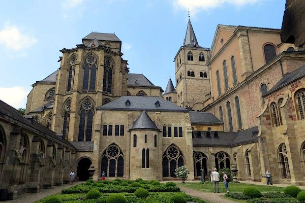 Kreuzgang des Trierer Doms