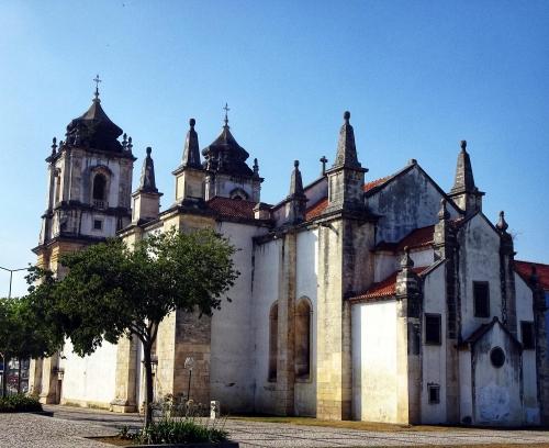 Die Santo-Agostinho-Kirche begrüßt die Jakobspilger in Leiria.
