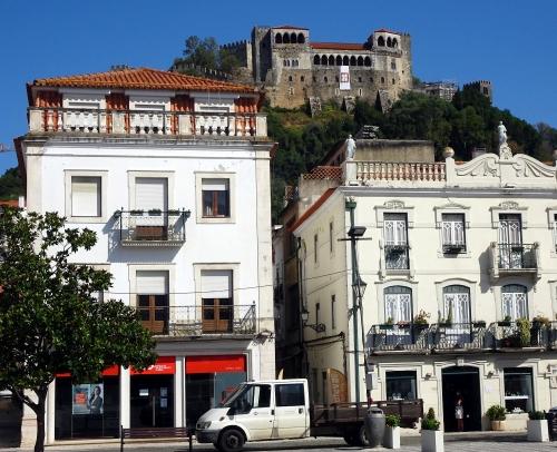 Die Burg von Leiria im Morgenlicht.