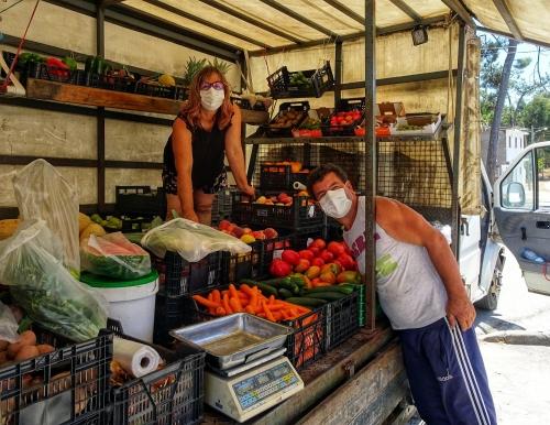 Mobiler Obst- und Gemüseladen erfreut die Jakobspilger.