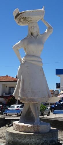 Denkmal für die Salzarbeiterinnen.