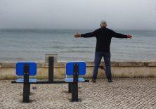 Portugiesischer Senior beim Morgensport.