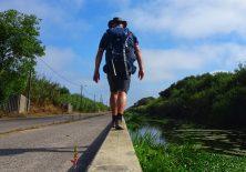 Gerade am Canal de Mira entlang