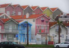 In Costa Nova sind viele Häuser im Stil der alten Fischerhütten gestaltet.