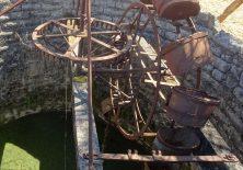 Historischer Ochsenbrunnen zur Bewässerung der Felder