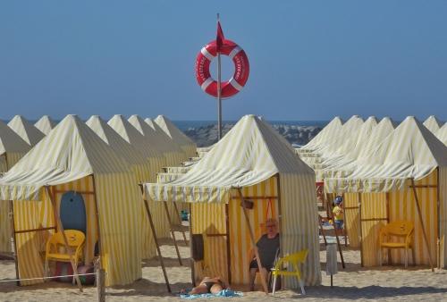 Die portugiesische Variante der deutschen Strandkörbe.