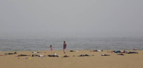 Yoga-Stunde am Strand.