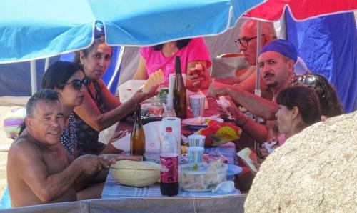 Sonntagspicknick am Strand.