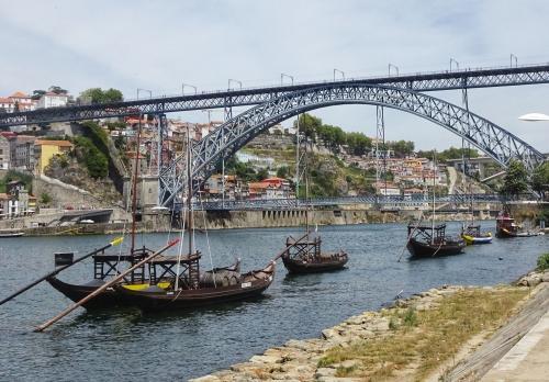 Historische Boote für den Weintransport auf dem Douro. Heute werden Touristen verschifft.