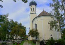 Kirche St. Leonhard im Forst mit Friedhof