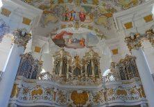 Und auch der Blick zurück zur Orgel lohnt.