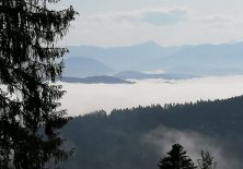 Der Nebel liegt noch im Tal.